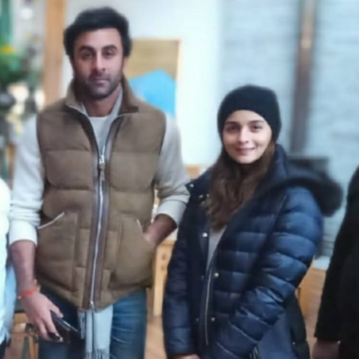 Alia Bhatt and Ranbir Kapoor are all smiles as they pose with the fans while shooting for Brahmastra in Manali