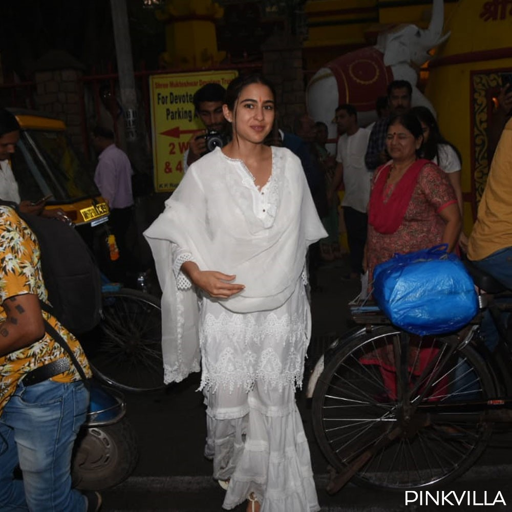 PHOTOS: Sara Ali Khan looks pretty in white as she seeks blessing at a temple with mommy Amrita Singh