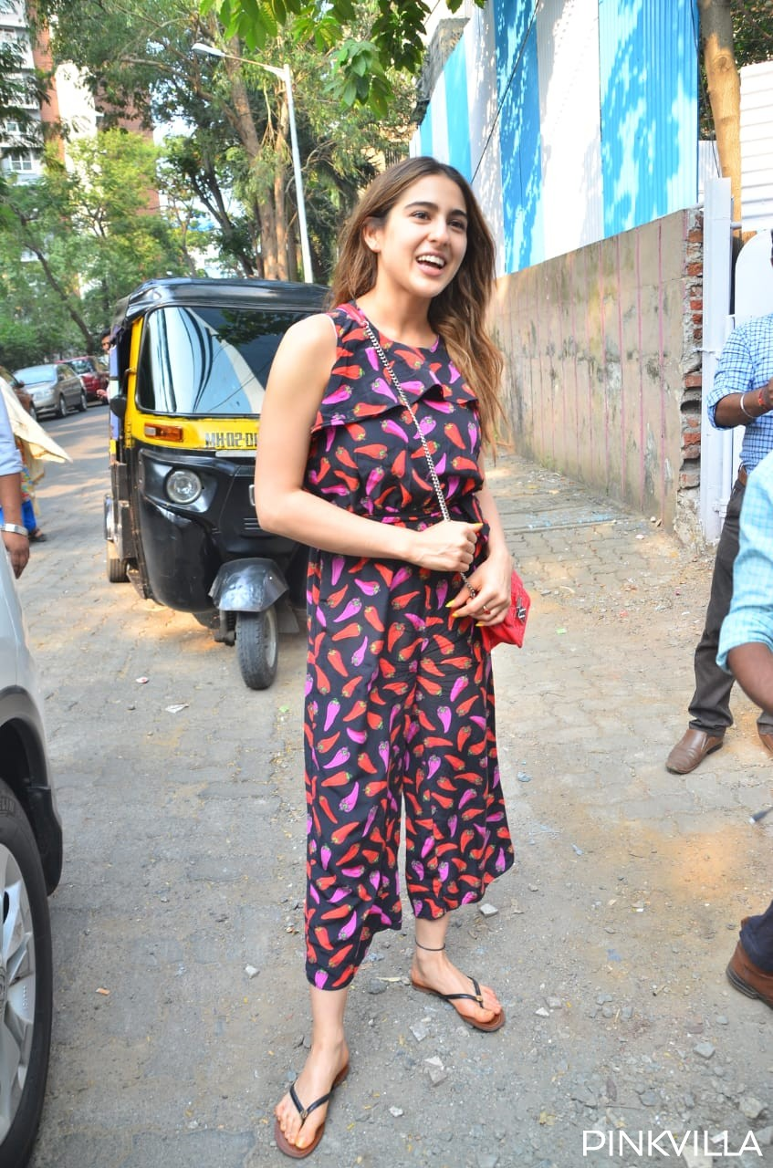 Pics: Amid break up rumours with Kartik Aaryan, Sara Ali Khan is all smiles as she is papped with Amrita Singh
