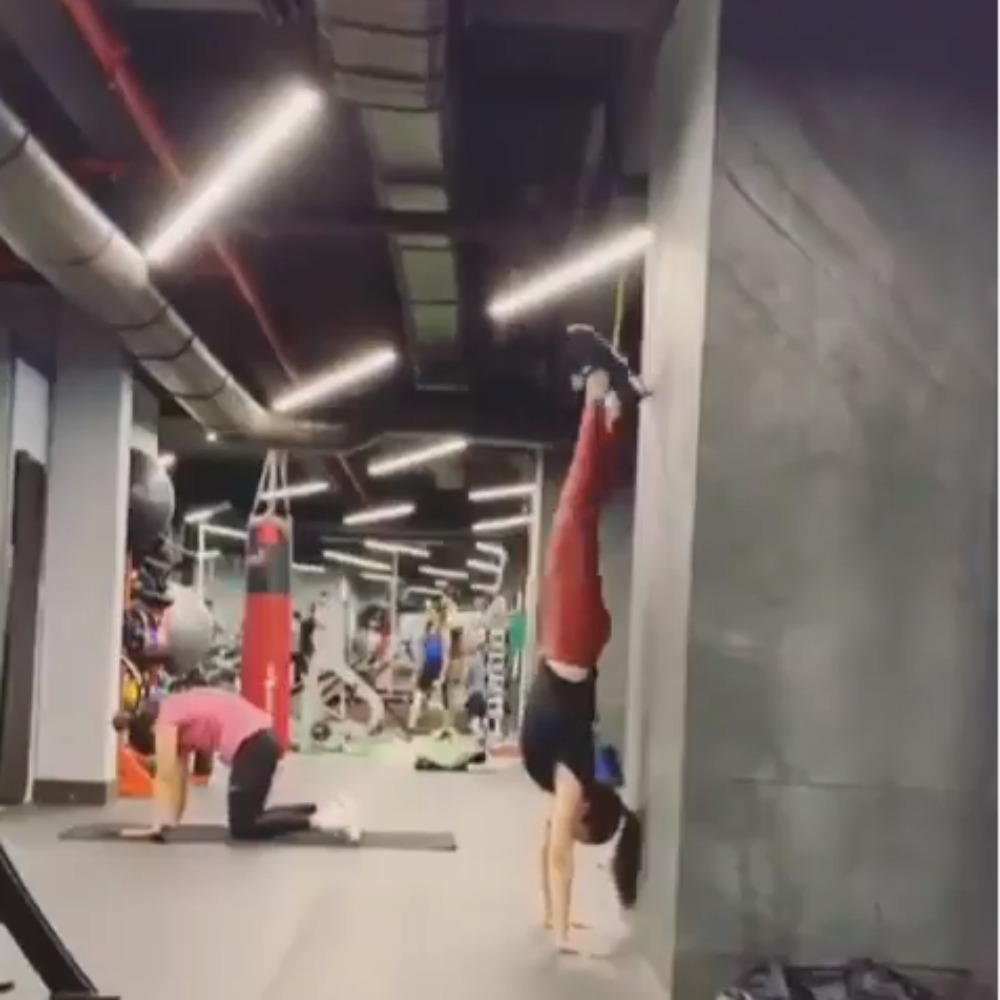 Saaho actor Shraddha Kapoor nails a handstand most of us can only dream of; WATCH