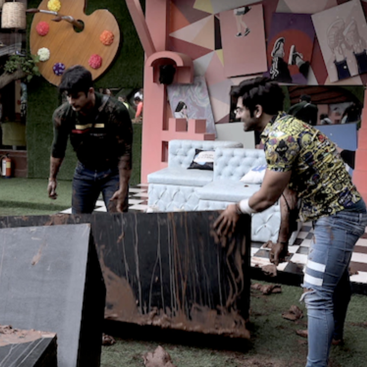 Bigg Boss Synopsis, Day 23: Sidharth Shukla and Paras Chhabra mess with each other; Arti Singh put in a spot
