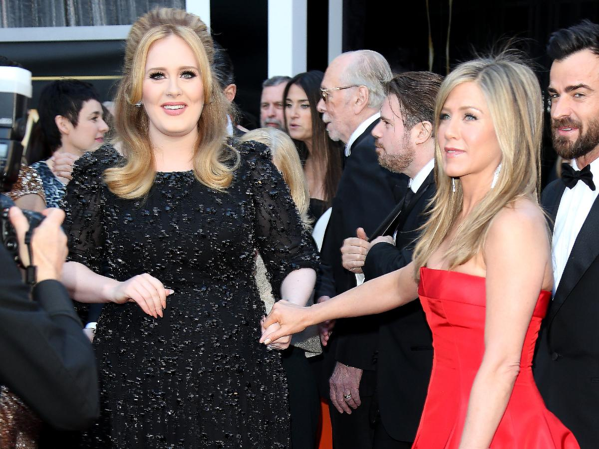 4. On The Graham Norton Show, Adele recalled meeting Jennifer Aniston in a bathroom. When Jen asked Adele how she was doing, she accidentally called her Rachel.