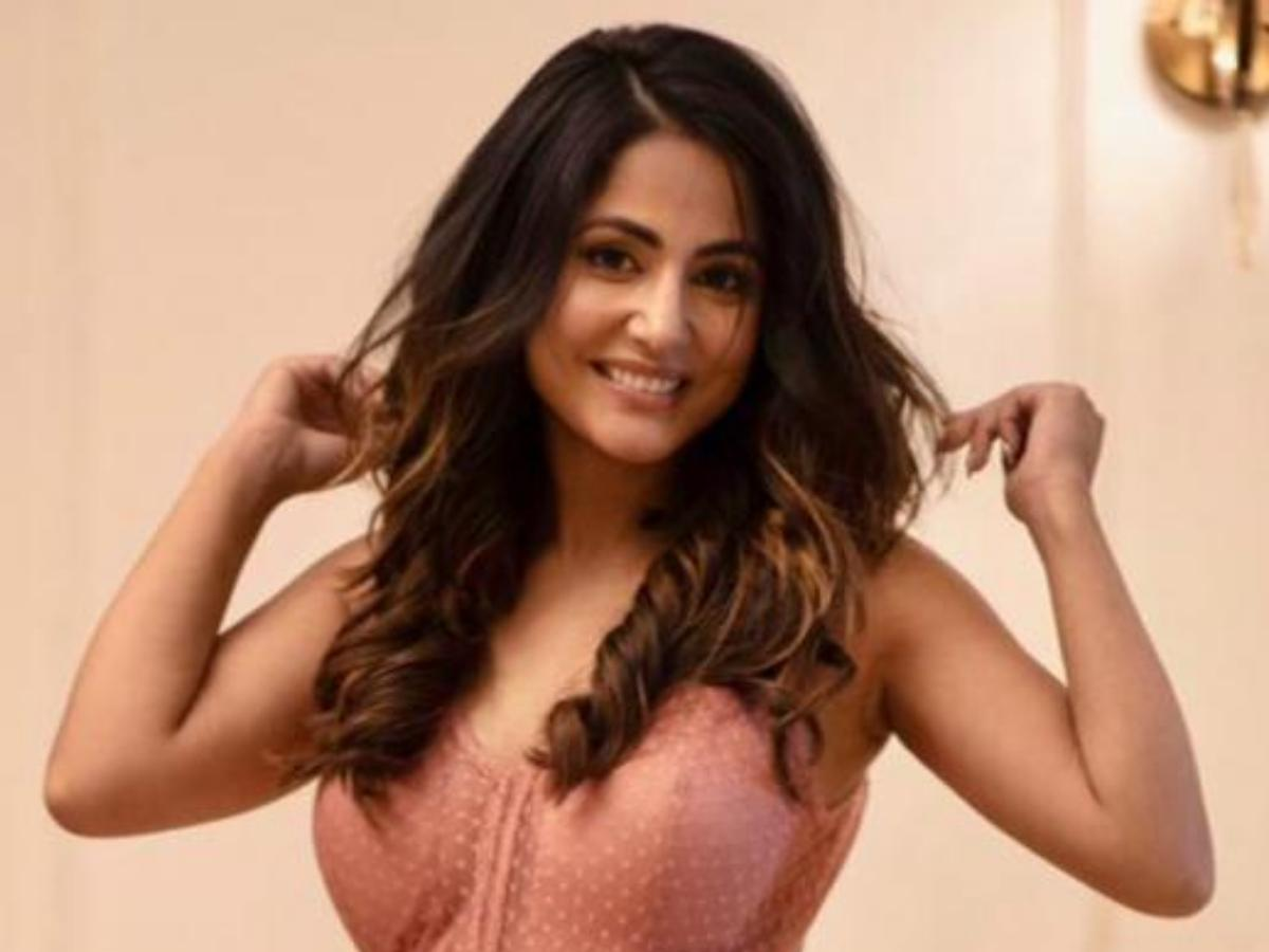 Hina Khan says she doesn't care if she can't 'vibe' with people in her  professional life: I really don't care | PINKVILLA
