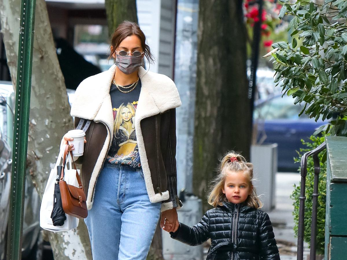 Irina Shayk spotted taking a stroll with her and Bradley Cooper's daughter  Lea in NYC; See Pics | PINKVILLA