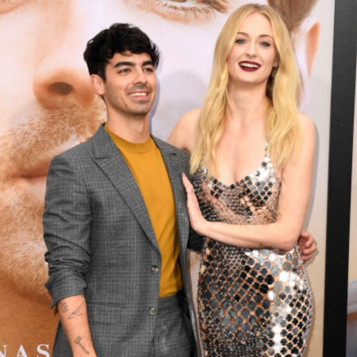 Sophie Turner Joe Jonas Give The Most Heartwarming Reaction To Taylor Swift Winning At The Mtv Vmas 2019 Pinkvilla