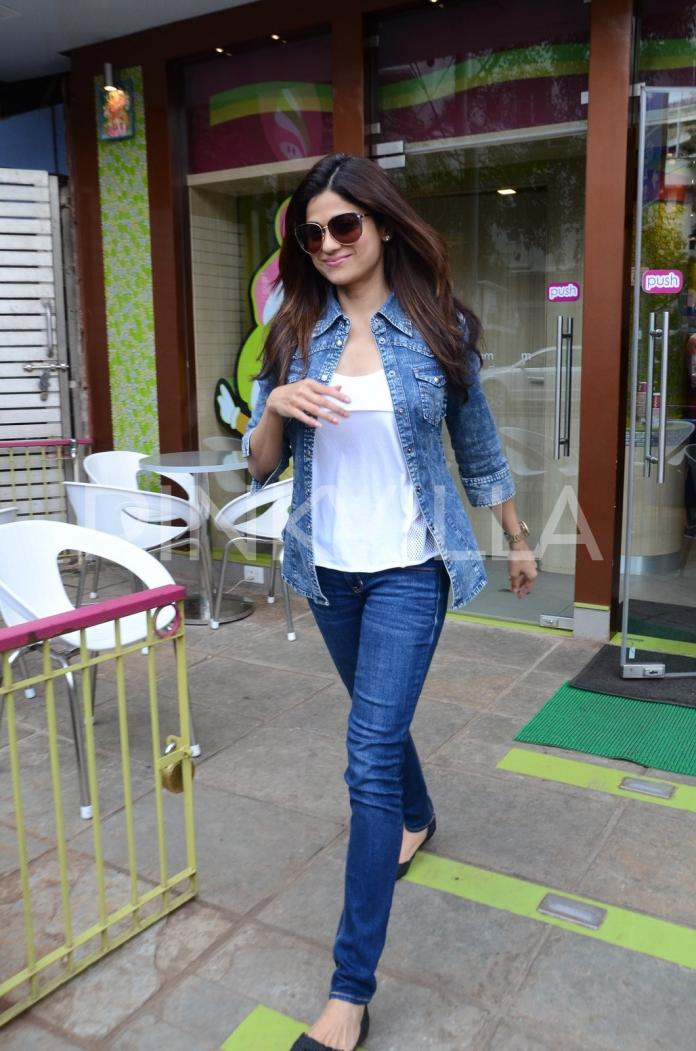 Little Viaan's outing with mom Shilpa and dad Raj