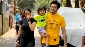 """Baba give flying kiss, say namaste"" Genelia D'Souza asking son Rahyl to wish the paparazzi"