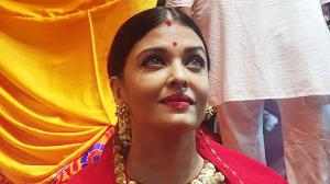 Remember this powerful style statement of Aishwarya Rai Bachchan from Lalbaugcha Raja
