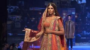 Amitabh Bachchan taking a video of daughter Shweta Bachchan as she walks the ramp is too cute for words