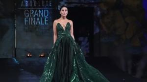 Kareena GLITTERS in an emerald green body sculpting gown at Lakme Fashion Week Summer 2020