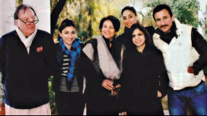 Kareena Kapoor & Saif Ali Khan's PHOTOS with the Pataudi clan are symbolic of the bond they share with them