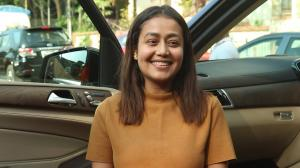 Sabko mauka milega….Neha Kakkar gets off her car, keeping the shutterbugs busy as she steps out