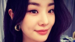 Start Up star Stephanie Lee personifies beauty in these selcas; Take a look