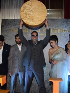 Akshay Kumar and the entire team of Gold clicked at the song launch