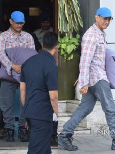 Laal Singh Chaddha actor Aamir Khan gets spotted with his favourite pillow at the airport; See Photos