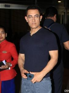 PHOTOS: Laal Singh Chaddha star Aamir Khan keeps it cool & casual as he arrives at the airport