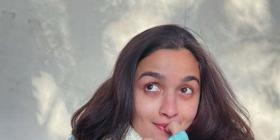 Alia Bhatt gives a glimpse of her day dreaming look as she 'took a flight mid convo' & it's quite relatable