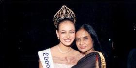 Dia Mirza with her mom