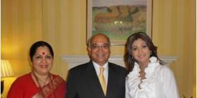 Shilpa with her mom meets the British PM