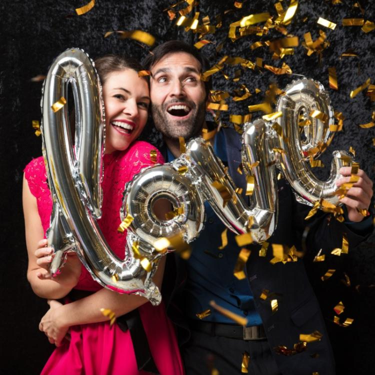 6 Cool props to make your wedding photo booth extra lively to capture the fun moments