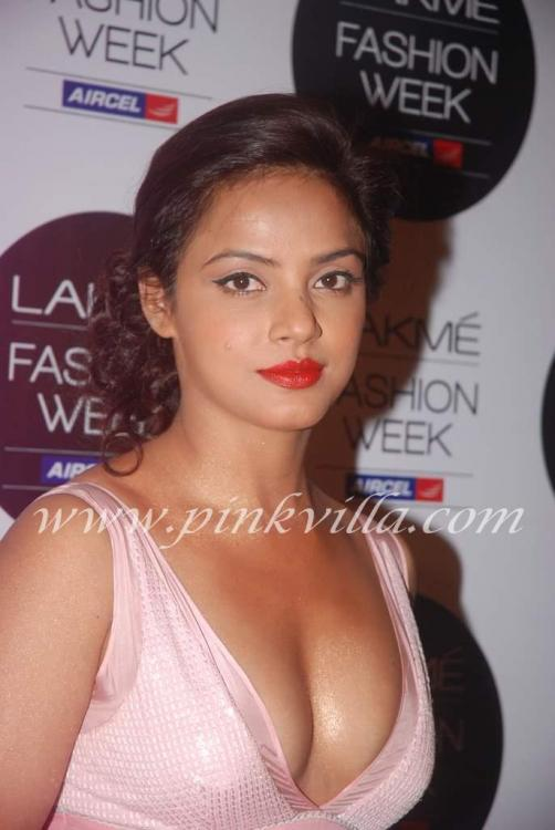 Photos,neetu chandra