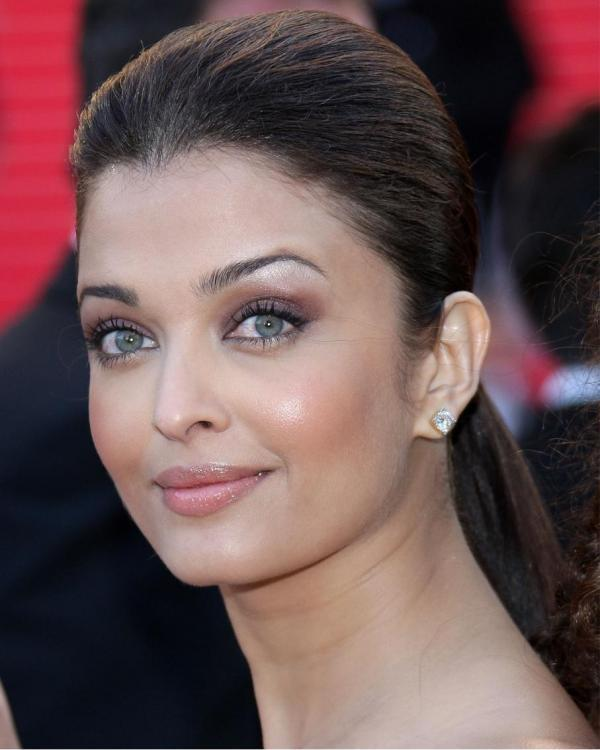 Is Aishwarya Rai Bachchan the most beautiful person on earth? | PINKVILLA