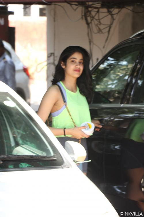PHOTOS: Janhvi Kapoor is heading into the weekend with a workout sesh and we are inspired