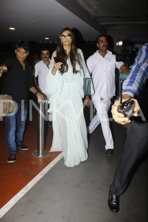 Sonam, Harshvardhan and Rhea make a stylish exit from the ...