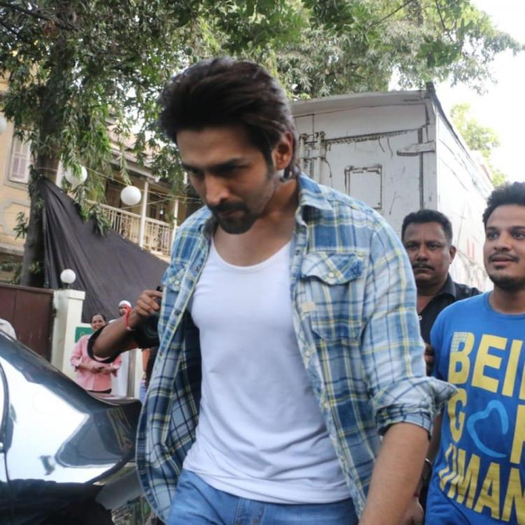 Kartik Aaryan snapped in a brand new look for Imtiaz Ali's next in Mumbai; Check it out