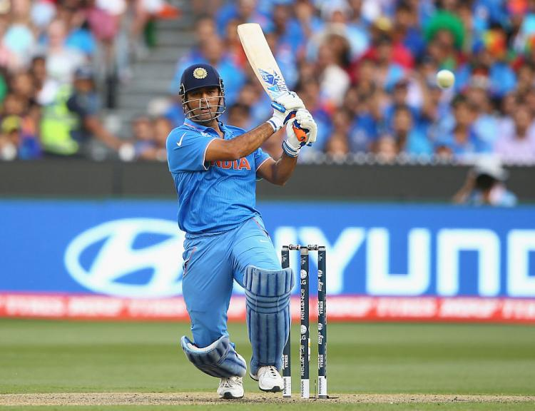 ICC World Cup 2019: MS Dhoni sets field while batting ...