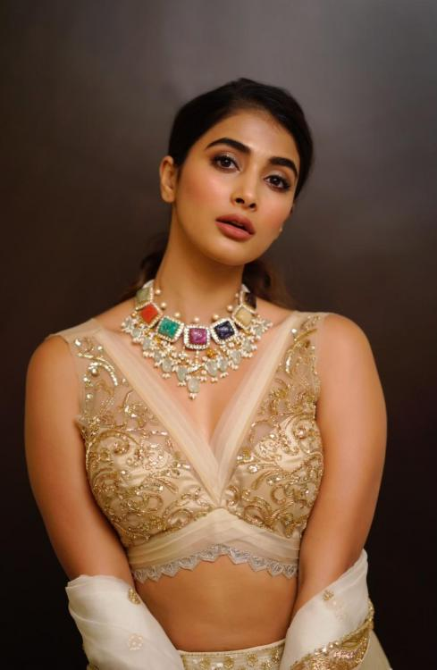 Pooja Hegde raises the hotness quotient in a plunging neck lehenga at Maharshi pre release event