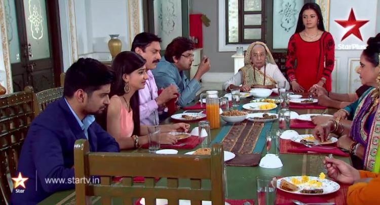 Saath Nibhana Saathiya: How Paridhi and her father are eating away the wealth of Modis! | PINKVILLA