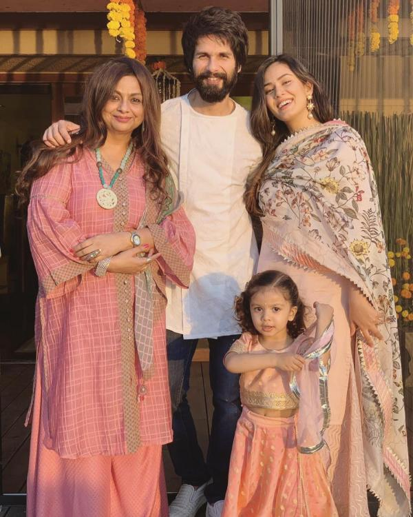 Image result for latest images of shahid kapoor with his family at diwali 2018