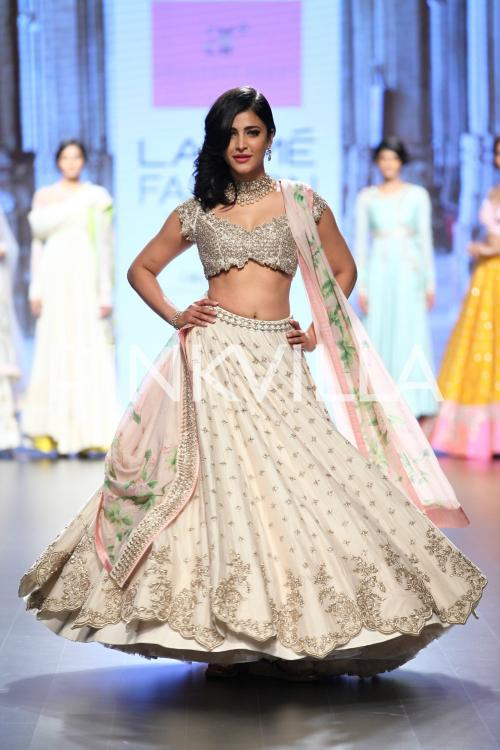 http://www.pinkvilla.com/files/styles/contentpreview/public/Showstopper%20Shruti%20Haasan%20in%20'Mughal%20India'%20by%20Anushree%20Reddy%20%282%29.jpg?itok=Bkcrba1I