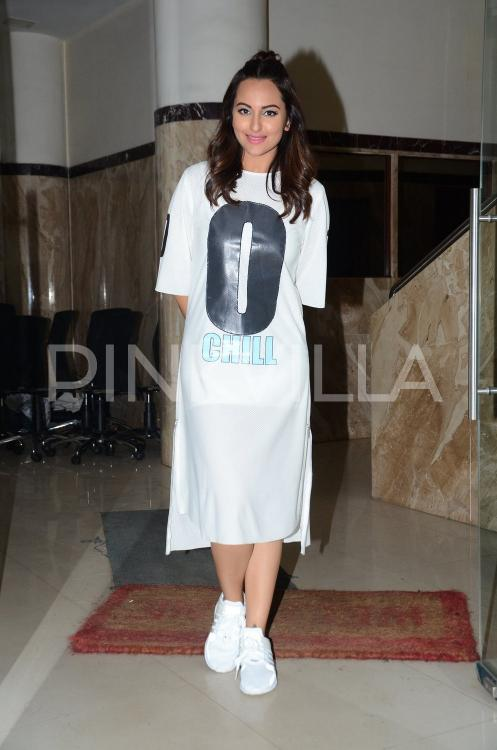 http://www.pinkvilla.com/files/styles/contentpreview/public/Sonakshi%20%286%29.jpg?itok=V3L0ujeE
