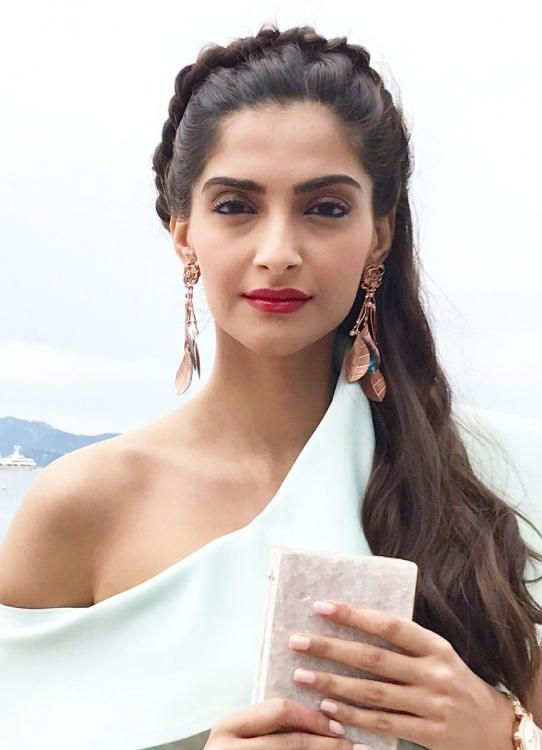 Cannes 2017 Sonam Kapoor Looks Stunning During A Photo
