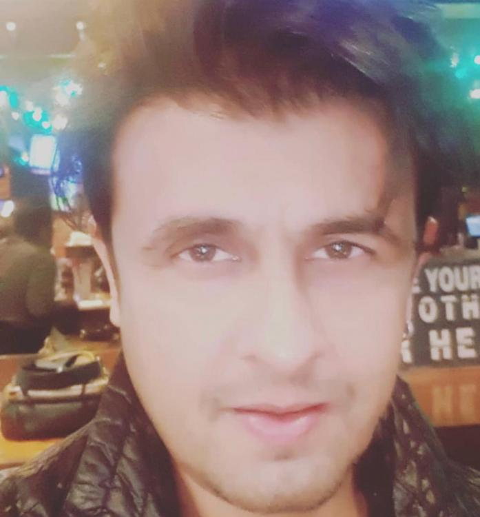 Sonu Nigam says he is not ready to enter politics right now