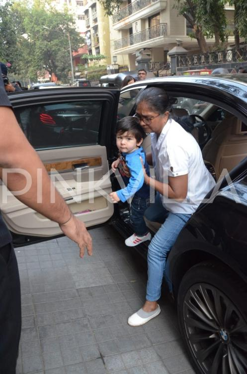 PHOTOS: Taimur Ali Khan is eager to play with cousin Inaaya Kemmu as he gets papped outside her house  | PINKVILLA