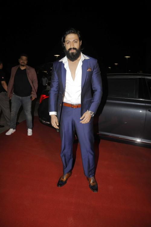 SIIMA Awards 2019: KGF star Yash pulls off a suave look in an all blue attire and wins Best Actor Award