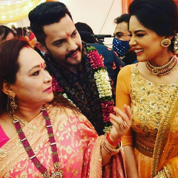 Soon to wed Aditya Narayan, Shweta Agarwal are all smiles as they pose with singer's mother during their tilak
