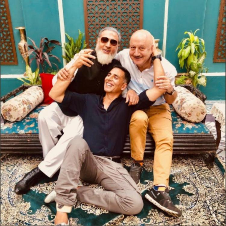 Akshay Kumar's latest picture with Anupam Kher & Gulshan Grover will remind you of the 90s; VIEW