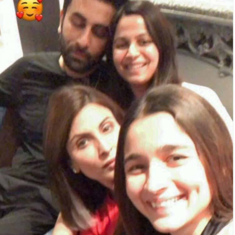 Alia Bhatt, Ranbir Kapoor, Riddhima, Shaheen and others are having the perfect family night; See PHOTOS