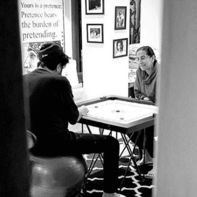 Anil Kapoor plays carrom with wife Sunita amid lockdown and Sonam Kapoor misses being with them; See Photos