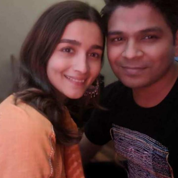 Alia Bhatt is all smiles in this photo with Ankit Tiwari and fans can't wait for her song in Sadak 2