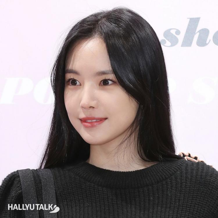 Apink's Son Naeun at a photo call event in 2020; is now a part of YG Entertainment family