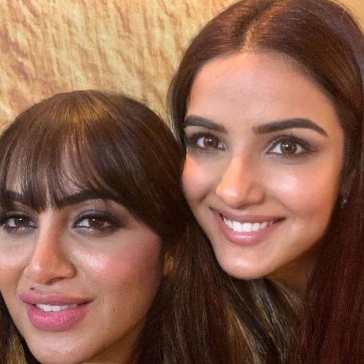 Arshi Khan praised the twinkling smile of Jasmin Bhasin in the recent picture