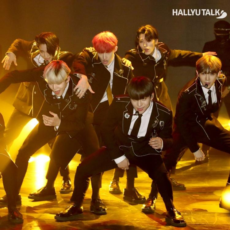 ATEEZ performing a song from their TREASURE EP.Fin: All To Action in 2019