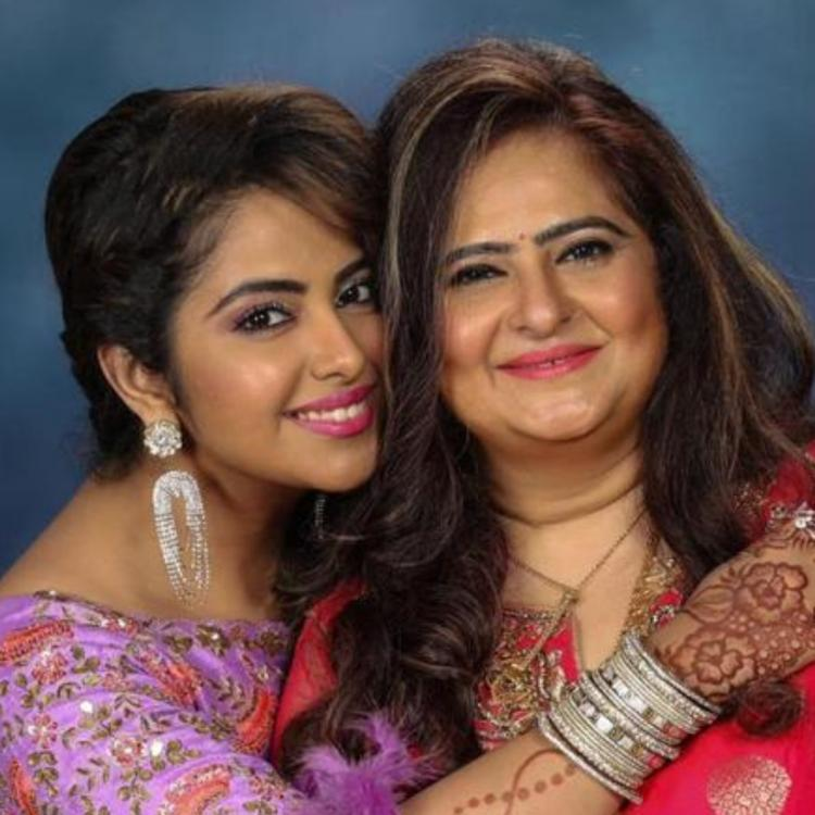 Avika Gor with her mother