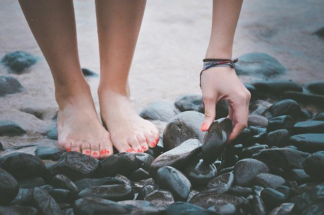Easy DIY remedies to get clean and polished feet during monsoons