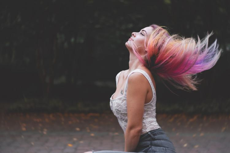 Do you want to colour your hair? Here are some easy ways to do it at HOME